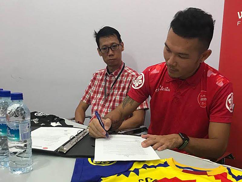 John Signing1